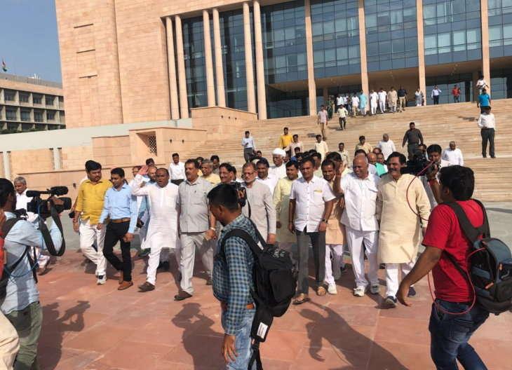.MGUJ-GAN-OMC-LCL-congress-aggressive-on-hardik-patel-fast-and-farm-load-waiver-meet-cm-rupani-gujarati-news