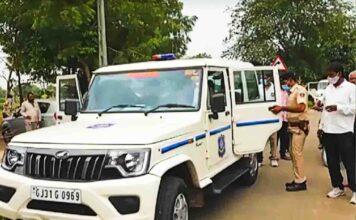 માલપુર તાલુકાના જીતપુર ગામના વાલ્મીકી ફળીયામાં રાજસ્થાનથી ૧૫ ગાડીઓમાં પુરુષ અને મહિલાઓ ત્રાટકી 11 વર્ષીય બાળક અને તેના પીતાનું અપહરણ કરી ફરાર થઇ જતા ભારે ચકચાર મચી ગઈ હતી.